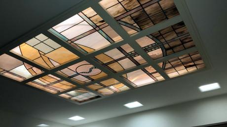 ויטראז בתקרה עם תאורה