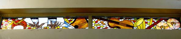 המשך ויטראז'ים כלי נגינה בחלונות