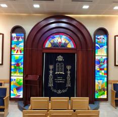 בית כנסת אריאל לאחר התקנת ויטראז'ים
