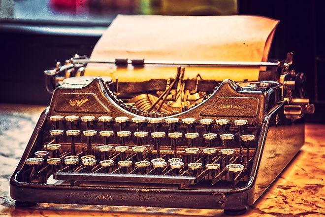 typewriter-3711590_WEB.jpg