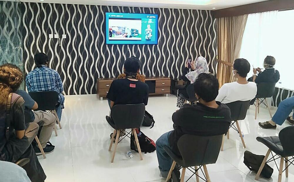 A NEW DAY : Media saat menyaksikan bersama peluncuran penerapan standar layanan baru di BMW Astra melalui YouTube Live di BMW Astra Surabaya Jl. HR. Muhammad Kav. 2 Surabaya, Jumat (17/7/2020). (Ist)