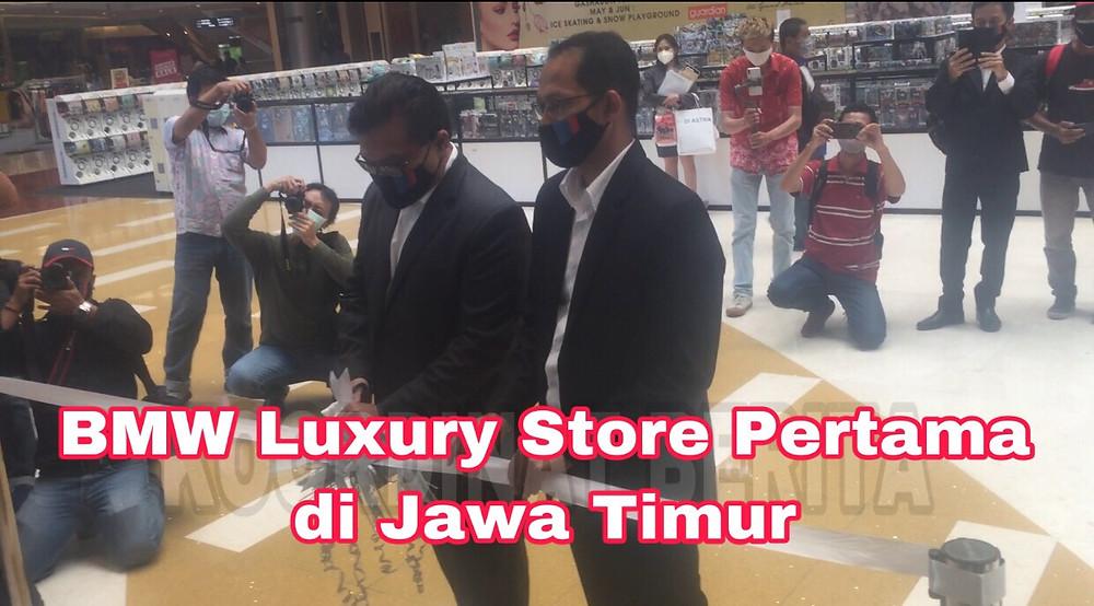 Kepala Bengkel BMW Astra Surabaya Evaludin dan Kepala Cabang BMW Astra Surabaya Yopy Antonio saat pembukaan BMW Luxury Store pertama di Jatim di Grand City Mall Surabaya, Jum'at (16/10/2020)