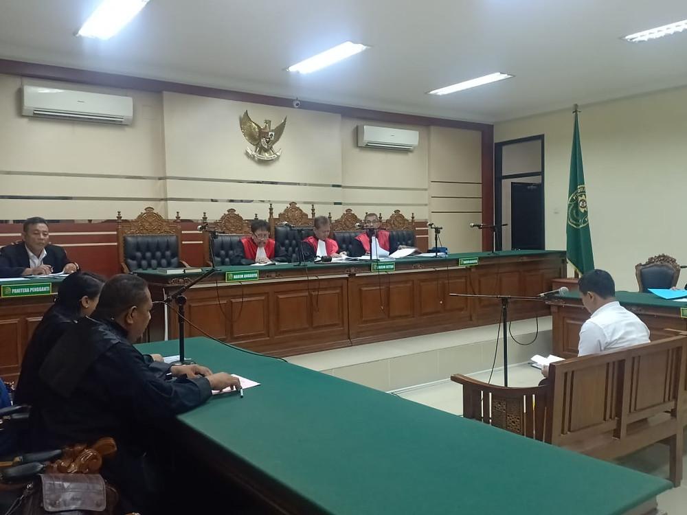 Retno Tri Utomo Alias Gurit mulai disidangkan di Pengadilan Tipikor Surabaya dengan agenda pembacaan surat dakwaan dari Jaksa Penuntut Umum (JPU)