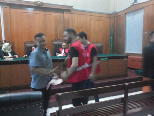 JPU Surabaya Tuntut 8 Bulan Penjara Kepada Dua WNA (Aljazair)