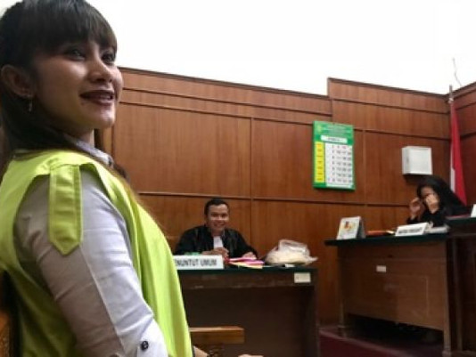 Istri Bandar Narkoba Ramon Didakwa JPU Pasal Rehabilitasi