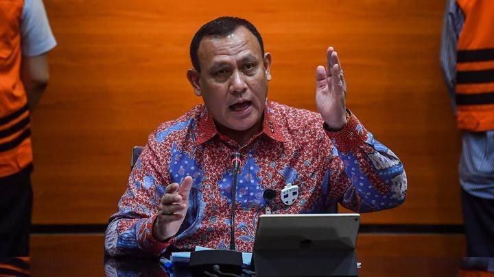 Ketua KPK Firli Bahuri pernah mengancam menindak tegas pelaku korupsi anggaran penanganan bencana Covid-19 dengan tuntutan hukuman mati.