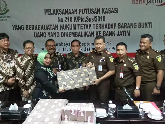 Bank Jatim Terima Uang Rp 8,2 Miliar   Sitaan Korupsi Dari Kejari Surabaya