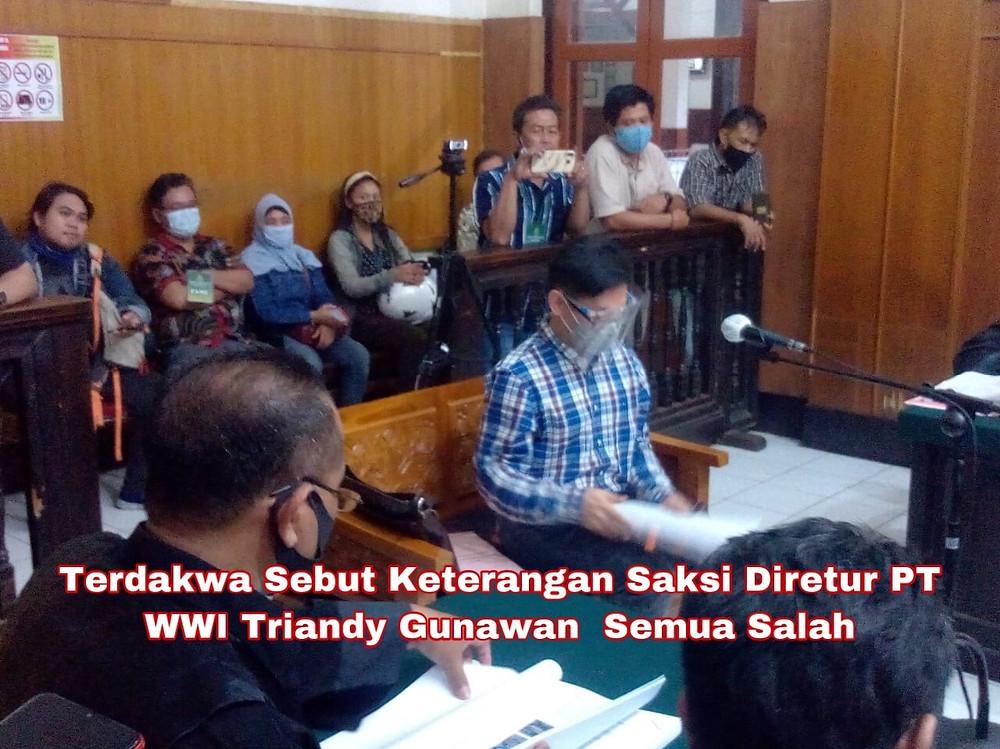 Direktur PT. Warna Warni Investama (WWI) Triandy Gunawan (Pelapor) saat memberikan kesaksian dipersidangan PN Surabaya, Kamis 17/12/2020. (Foto: Oirul)