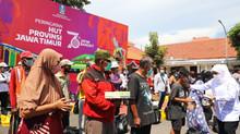 Syukuran 76 Tahun Provinsi Jatim, Gubernur Khofifah Bagi-Bagi Ratusan Paket Sembako
