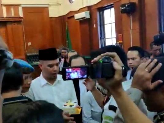 Istirahat Sidang, Terdakwa Dhani 'Caper'Ucapkan Ultah KepadaAnaknya