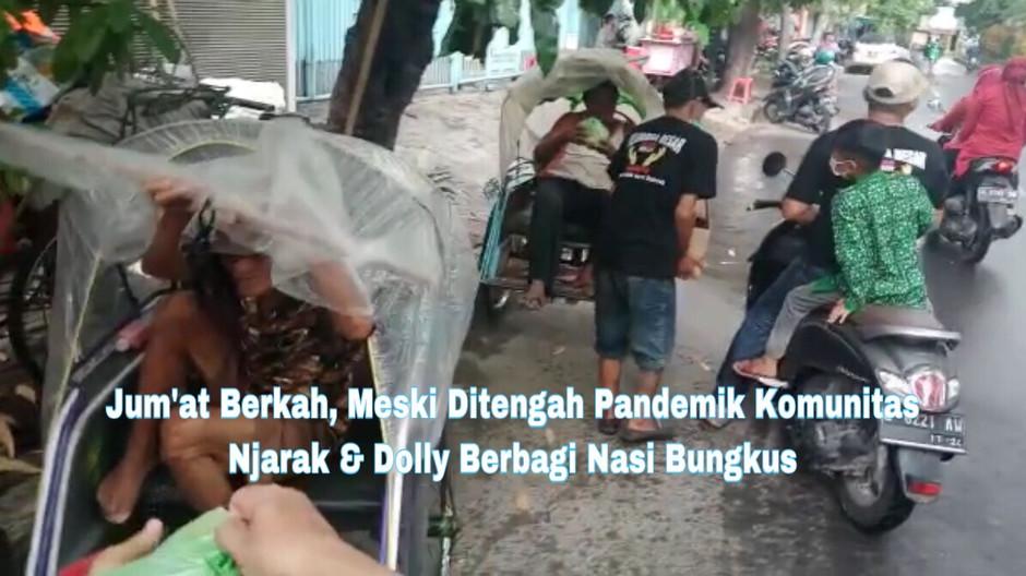 Jum'at Berkah, Meski Ditengah Pandemik Komunitas Njarak & Dolly Berbagi Nasi Bungkus
