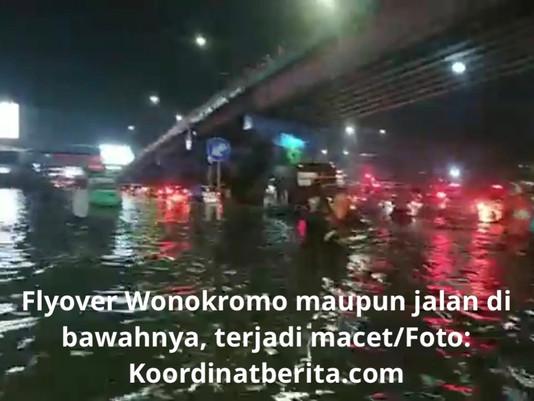 Surabaya Dilanda Banjir, Akibatnya Bikin Jalan Alami Kemacetan