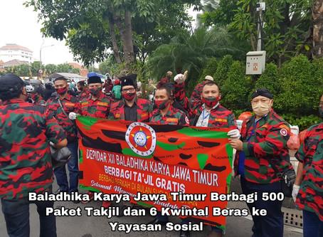 Baladhika Karya Jatim Berbagi 500 Paket Takjil dan 6 Kwintal Beras ke Yayasan Sosial