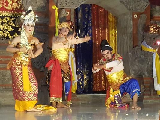 Prosesi Piodalan Umat Hindu Sidoarjo- Surabaya Padati Pura JSA Ini Alasannya