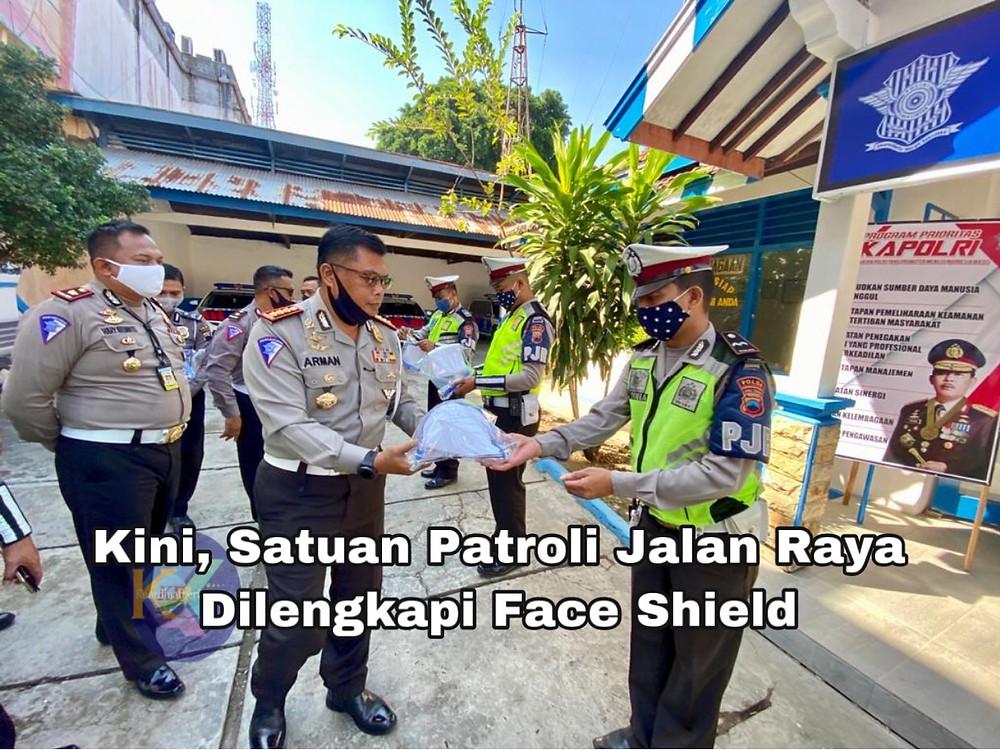 Dirlantas Polda Jateng, Kombes Pol Arman Achdiat membrifing jajarannya dalam kunjungan kerja di Juwana, Pati, Kamis (16/7/2020). (Ist)