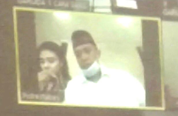 Pasangan asmara Latifah alias Rara dan Latifah alias Rara diadili di Pengadilan Negeri (PN) Surabaya. (Foto:  Rif)