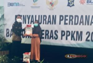 Bulog Cabang Surabaya Utara Salurkan Bantuan Beras Kepada 600 KPM
