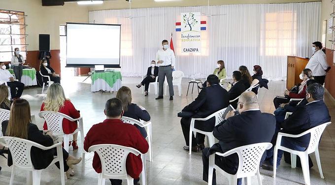 """Ministro Brunetti: """"debemos trabajar juntos para transformar la educación paraguaya"""""""