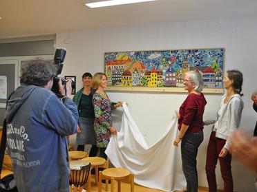 Enthüllung des Mosaiks in der Kinder- und Jugendpsychiatrie in Tübingen