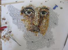 Kopie eines antiken Mosaiks in Arbeit