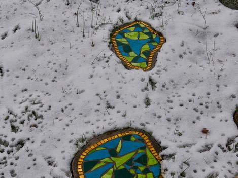 Trittplatten im Schnee