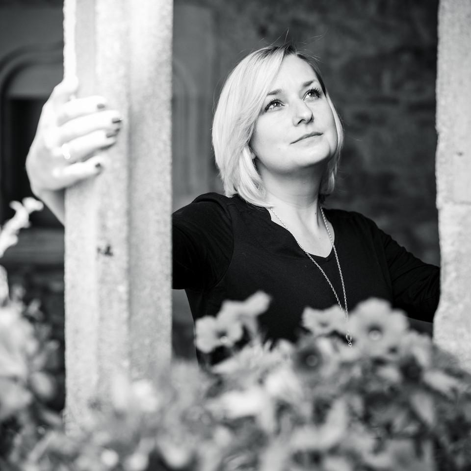 Portrait einer nachdenklichen Frau