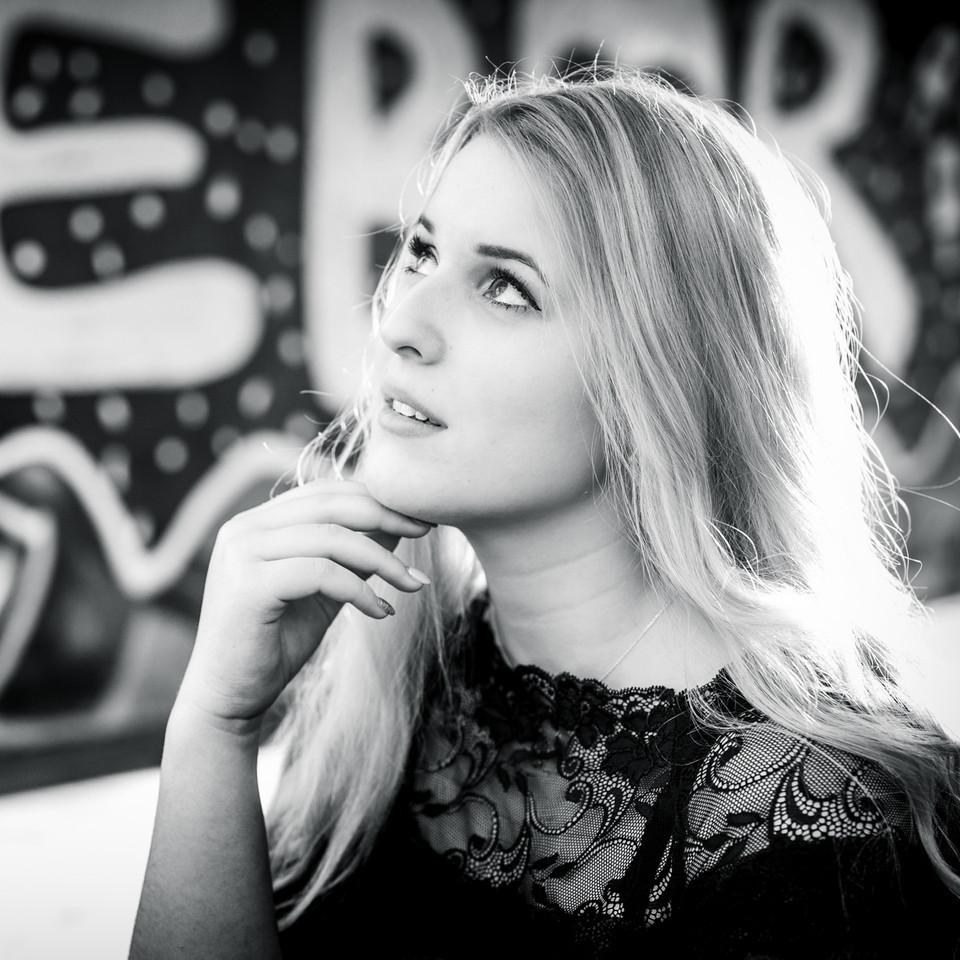 Schwarz-weiß Portrait nachdenklich