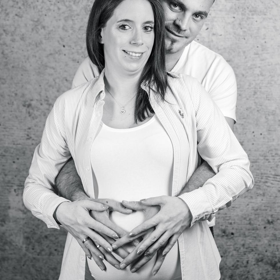 Babybauchshooting Paar mit Herz