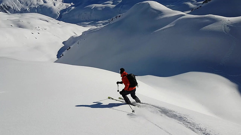 Andermatt Freeride: Giraffe in fluffy powder
