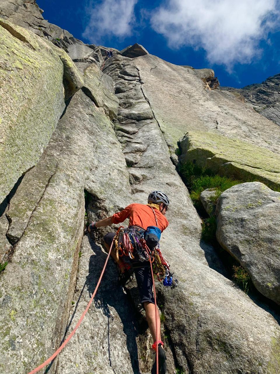 Kletterer in der ersten Sillänge der Route Jimmy am Salbit