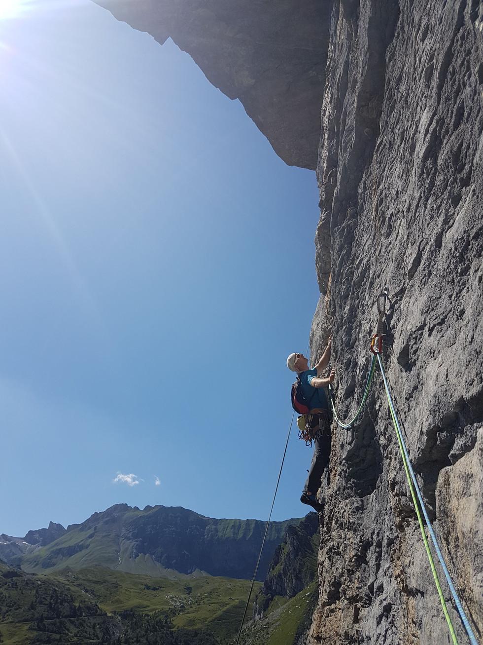 Klettern im blau Chäfer an der Cheselenfluh