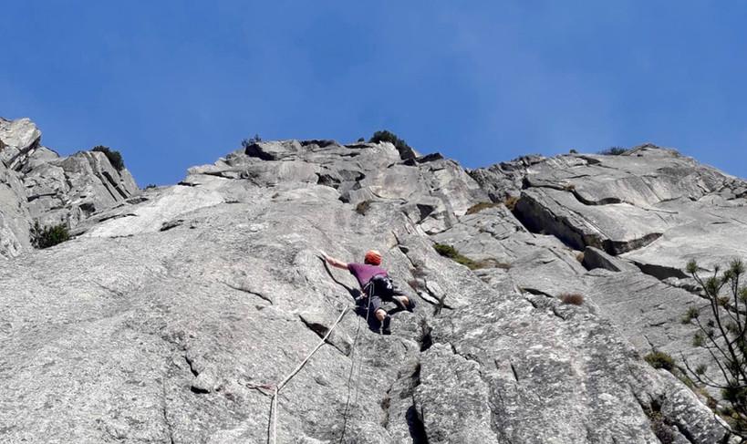 Kletterer in der Route The Devils last Dance Teufelstalwand Rissklettern Länge 4