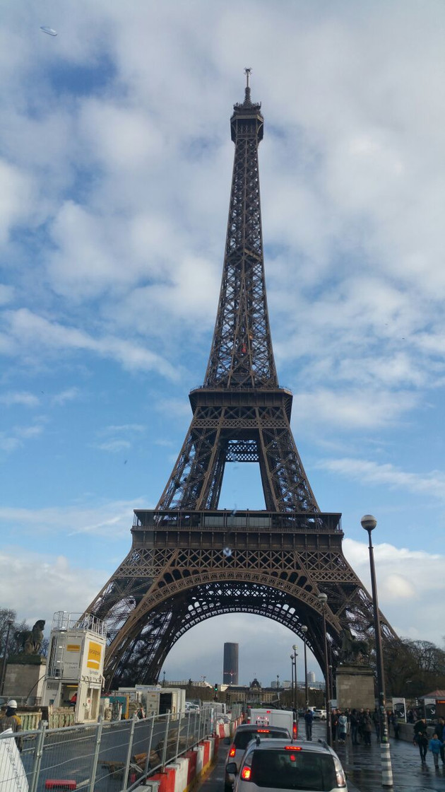 Travel by Coach to Paris