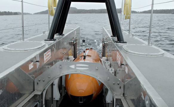 SEA-KIT X-class AUV LARS
