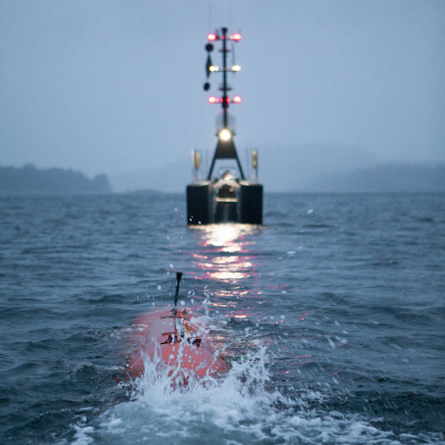 HUGIN AUV recovery to USV