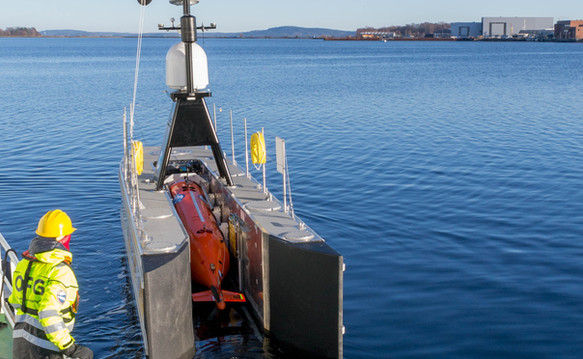 SEA-KIT USV carrying HUGIN AUV