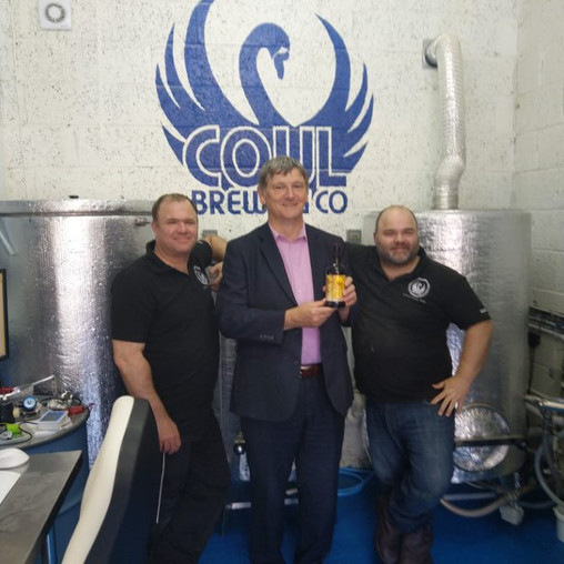 PETER GRANT MP SHOWS SUPPORT FOR COUL BREWING CO. AHEAD OF KINGDOM FM LOCAL HERO AWARDS