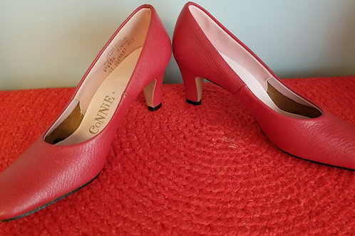 60's CoNNiE Red pumps - 6.5AA   NOS