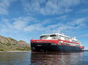 amundsen_1st-sailing.jpg