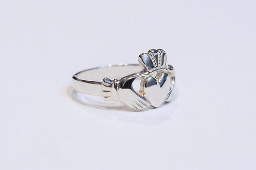 Ladies Classic Silver Claddagh Ring