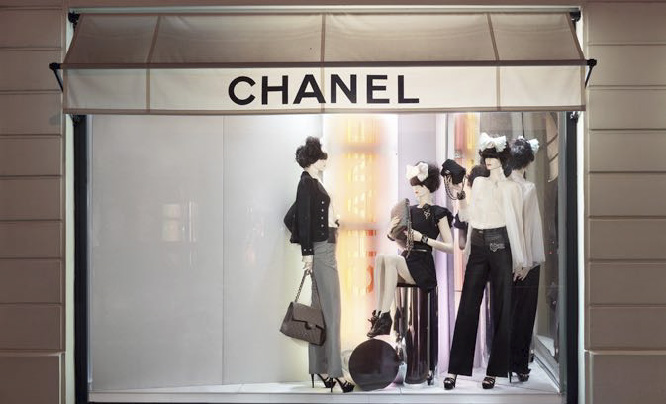витрина магазина CHANEL