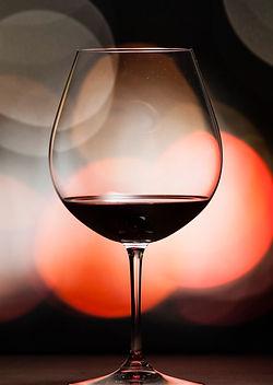 257187-1931x1552-red-wine-balloon-glass_edited.jpg