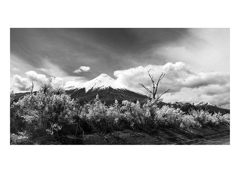 Panorámica Volcán Osorno B&N
