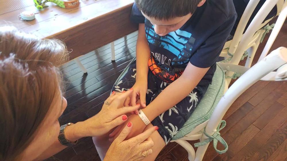 kids id safety bracelets mabels labels