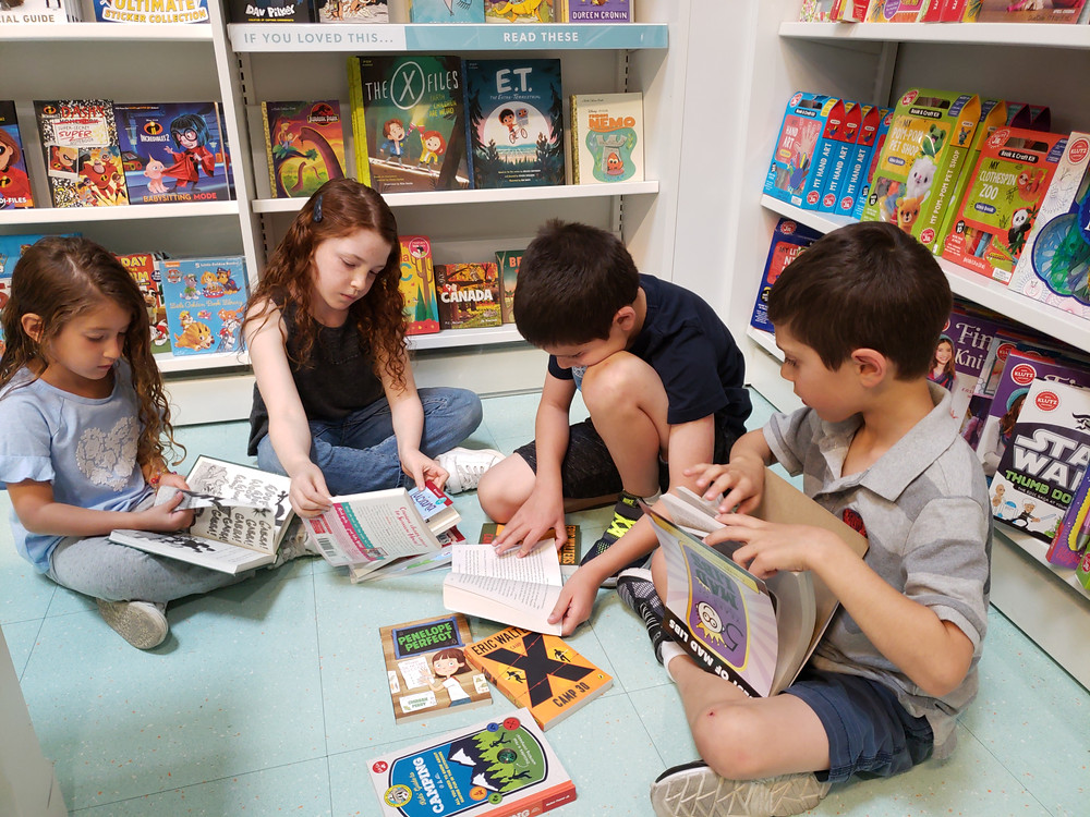 kids reading at indigo