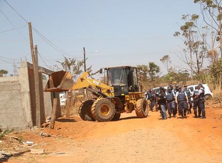 Remoção de invasões em área ambiental no Assentamento 26 de setembro