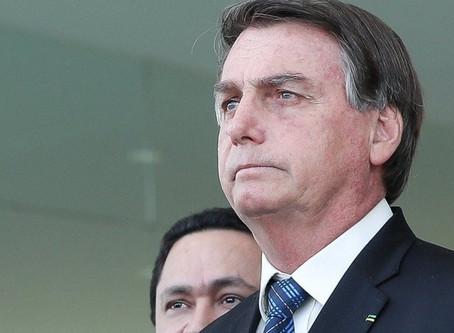 Bolsonaro anuncia prorrogação do auxílio emergencial de R$ 300 até o fim do ano