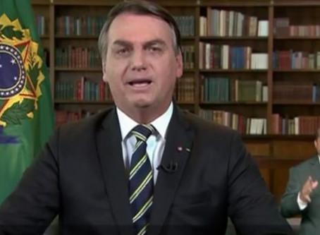 Bolsonaro fala em compromisso com Constituição e democracia, em pronunciamento.