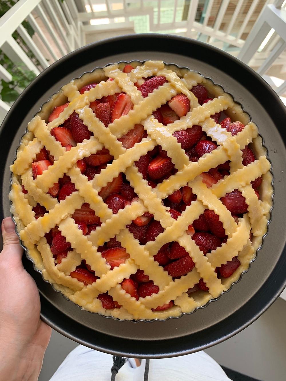 Torta americana de morango com cobertura xadrez quadriculada