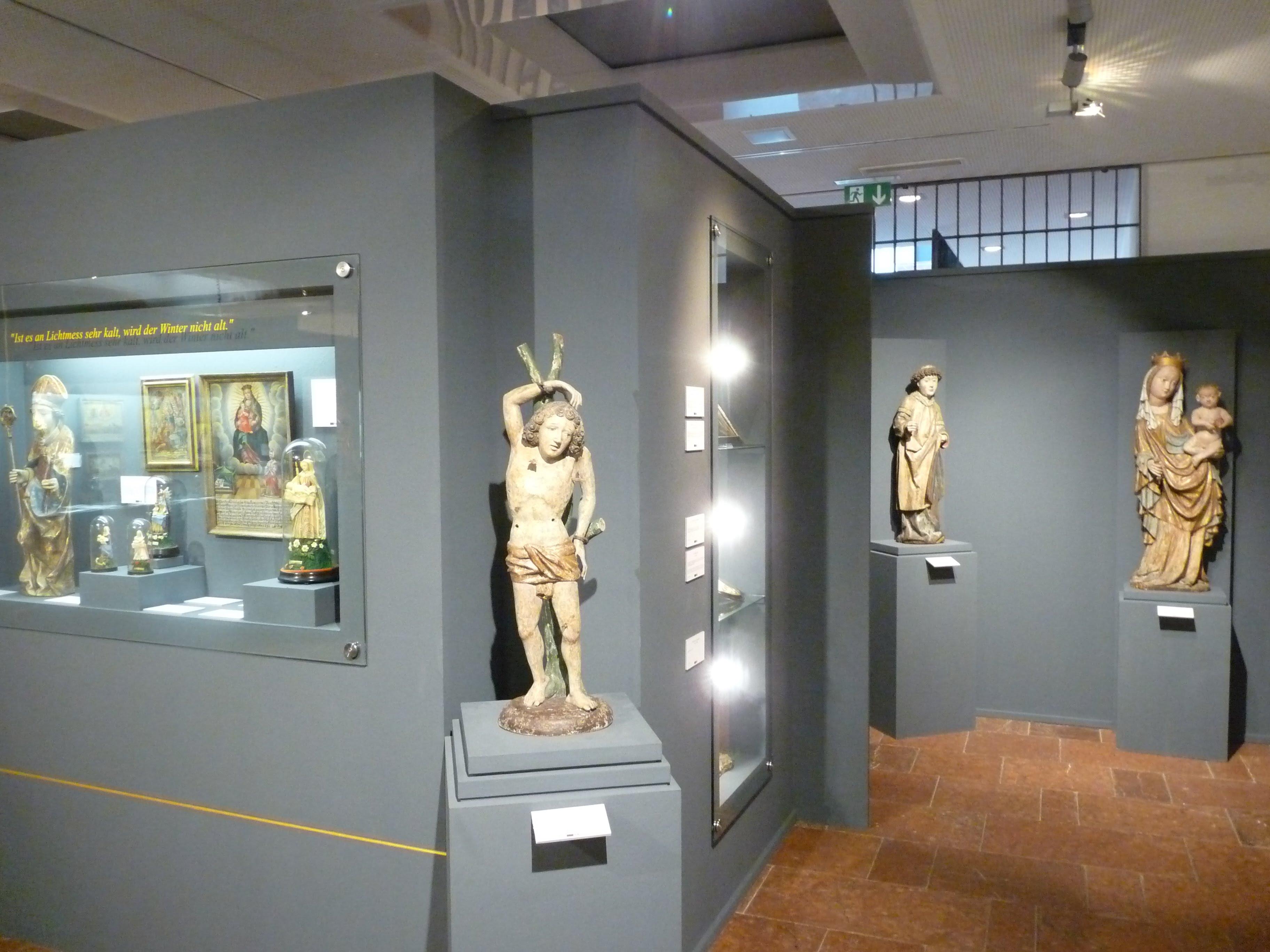 ① Blick in den Ausstellungsraum 1